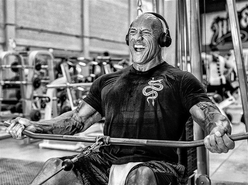 Dwayne Johnson 48 évesen is brutálisan néz ki edzés közben: nála lábnap is van
