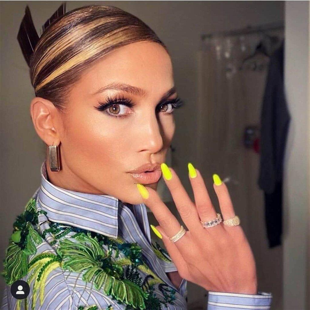 """Jennifer Lopez szabályosan """"oktatja"""" a népet ezekkel a combokkal: bomba, atombomba!"""