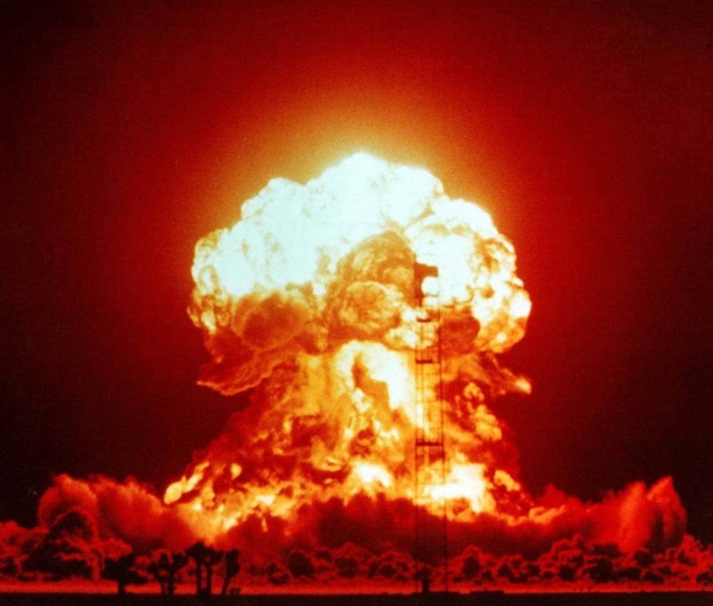 Mi történne, ha atombombával felrobbantanánk a Holdat?