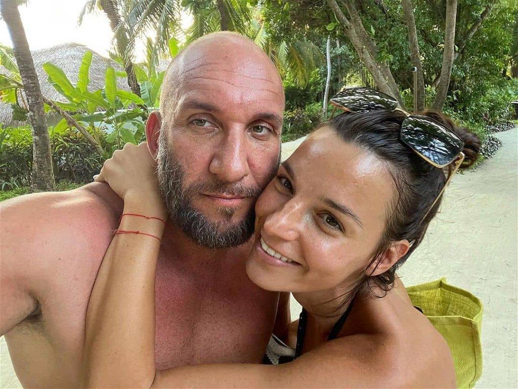 Berki Mazsi félmeztelenül szorította magához Krisztiánt a Maldív-szigeteken