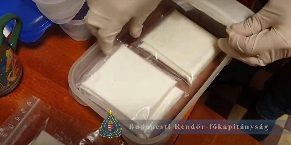 Lecsaptak a zuglói rendőrök a dílerekre, több mint 12 millió értékű drog került elő