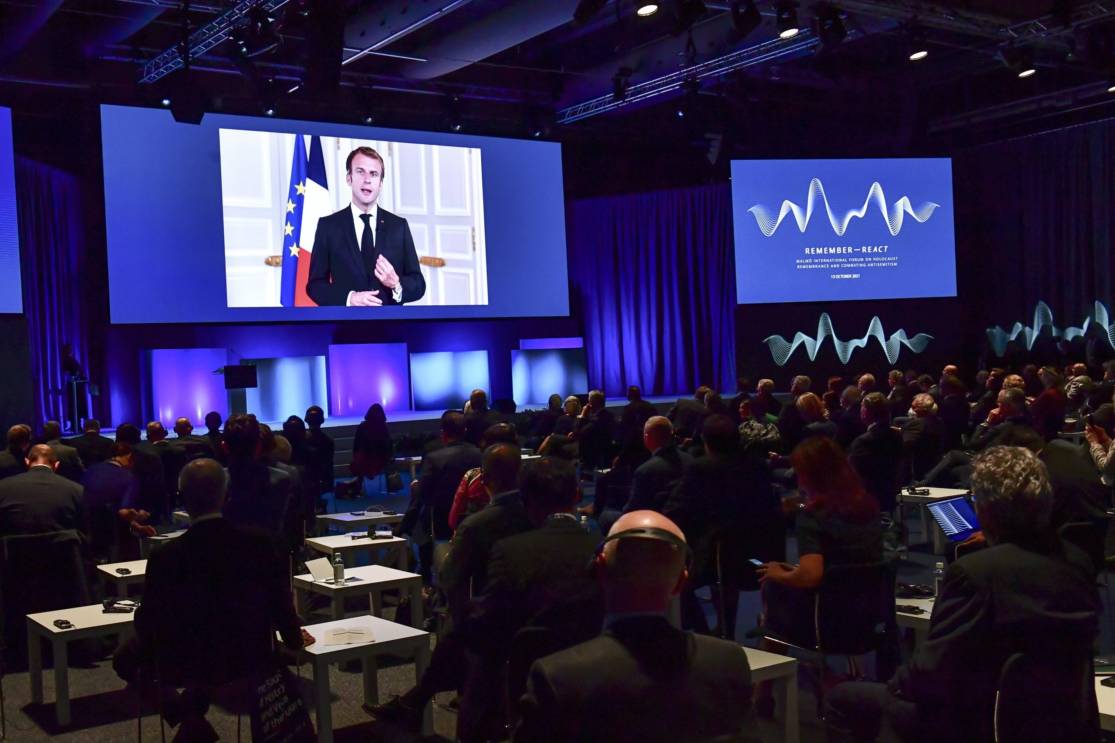 """""""A holokauszt egy átverés volt"""" – vetítették ki a svéd zsinagógára a holokauszt konferencia alatt – Liner.hu"""